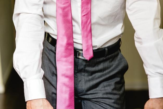 Costume homme avec une cravate élégante