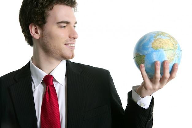 Costume de tien homme d'affaires avec la carte du monde dans la main