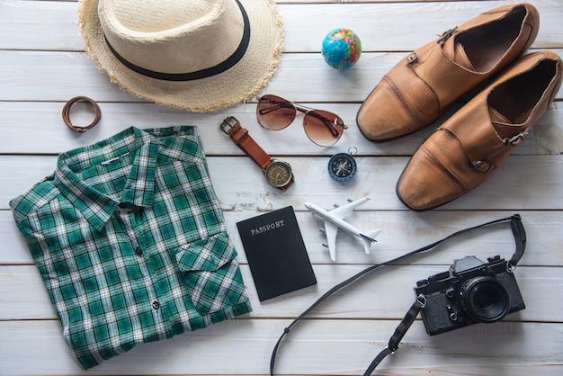 Costumes d'accessoires de voyage. passeports, bagages, le coût des cartes de voyage préparées pour le voyage