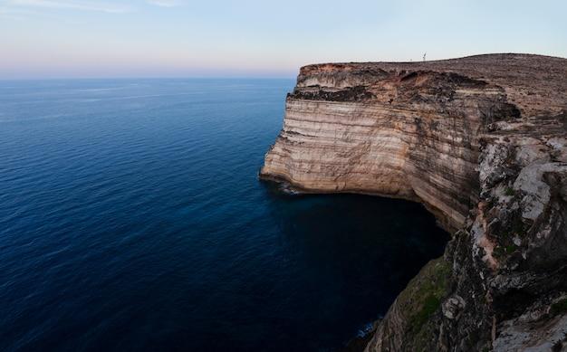 La côte de la falaise de lampedusa