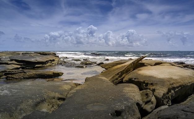 Côte de la plage de shelley, sunshine coast, australie
