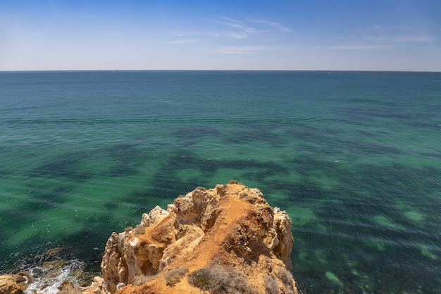 Côte de la région de l'algarve au portugal.