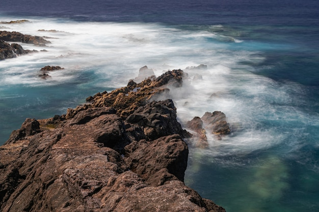 Côte de roches volcaniques, el sauzal, tenerife, îles canaries, espagne