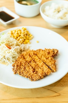 Côtelette de porc frite (tonkatsu)