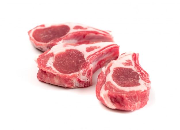 Côtelettes d'agneau crues, coupes de mouton ou côtes de mouton isolées