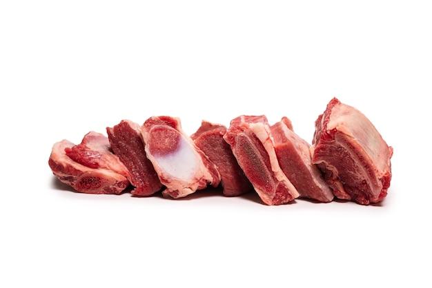 Côtes de bœuf crues isolées