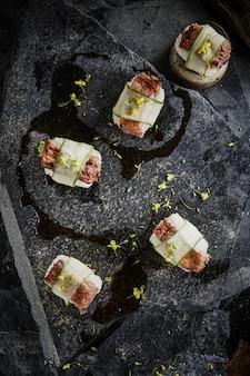 Côtes levées (sushi) avec sauce
