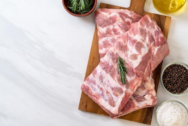 Côtes de porc cru frais