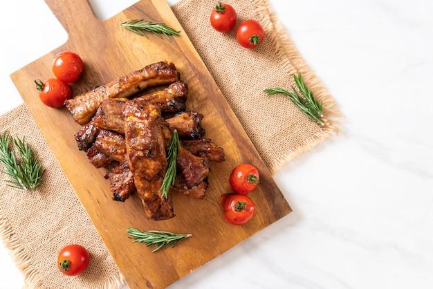 Côtes de porc grillées au porc
