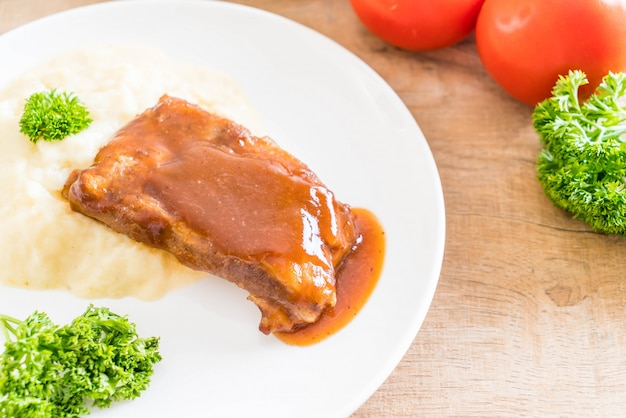 Côtes de porc grillées avec purée de pommes de terre