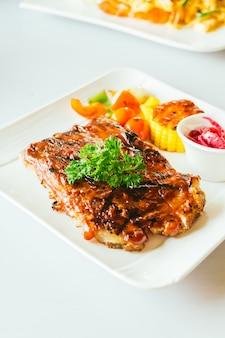Côtes de porc grillées à la sauce barbecue