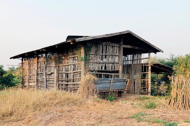Cottage, cabane ancienne, ancienne maisonnette