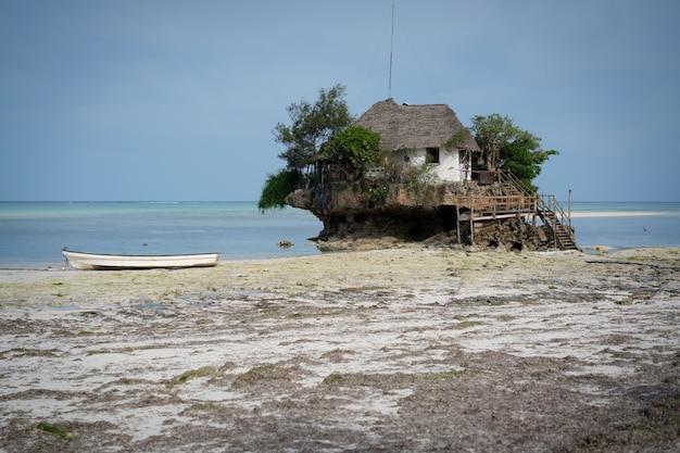 Cottage tropical sur la plage