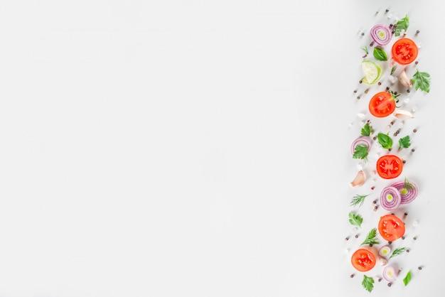 Couche plate de légumes crus mûrs