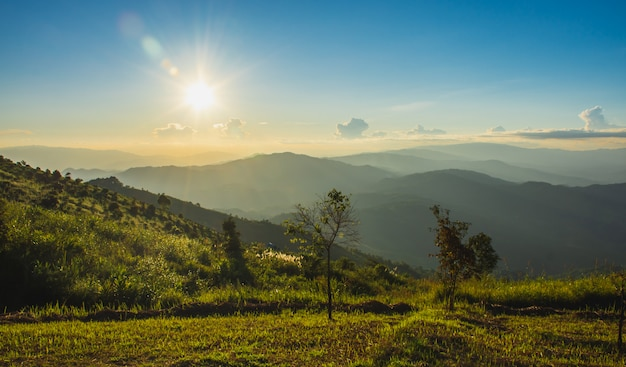Coucher du soleil à doi chang mub, mae fa luang, chiang rai, thaïlande