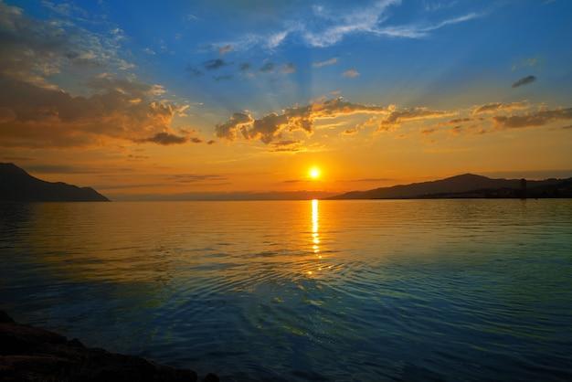 Coucher du soleil de montreux à léman genève suisse