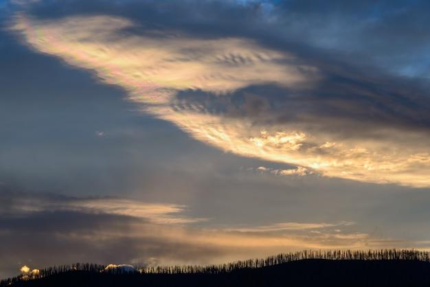 Coucher de soleil au lac mcdonald au montana