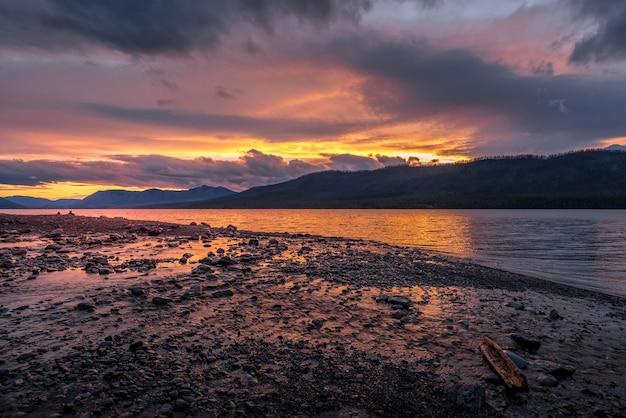Coucher de soleil au lac mcdonald