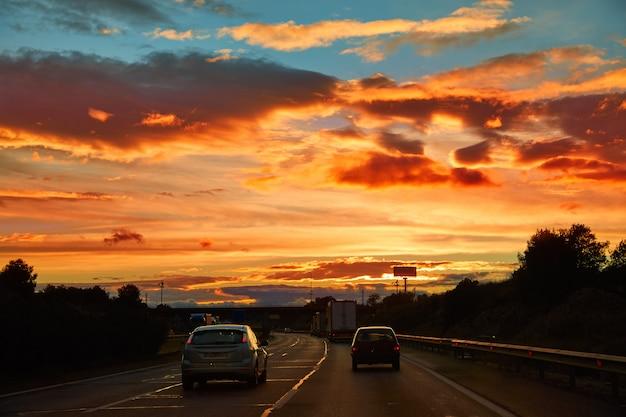 Coucher de soleil sur l'autoroute ap-7