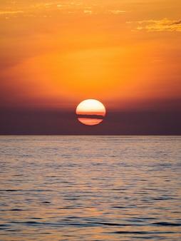 Coucher de soleil aux îles galápagos, equateur