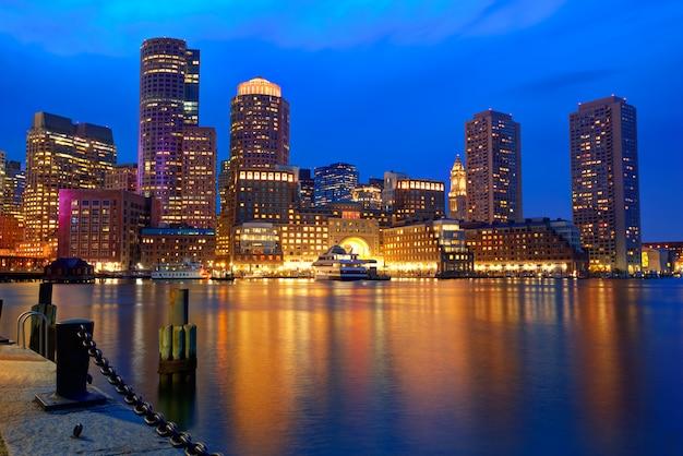 Coucher de soleil de boston à fan pier massachusetts