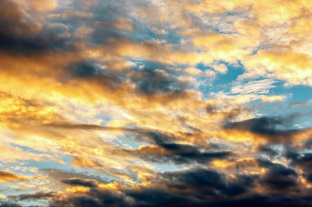 Coucher de soleil ciel et nuages