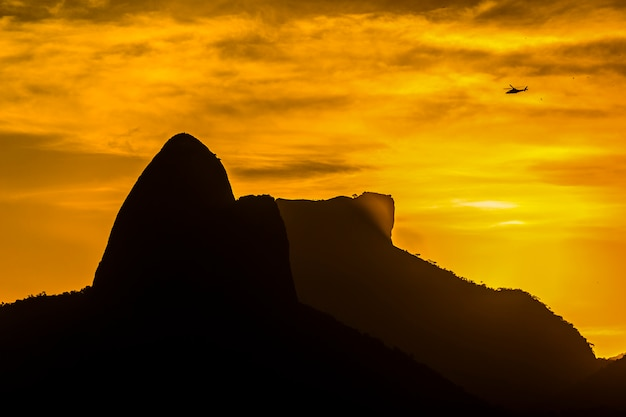 Coucher de soleil sur la colline de cantagalo