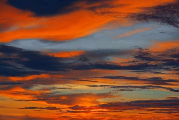 Coucher de soleil coloré dans l'océan indien