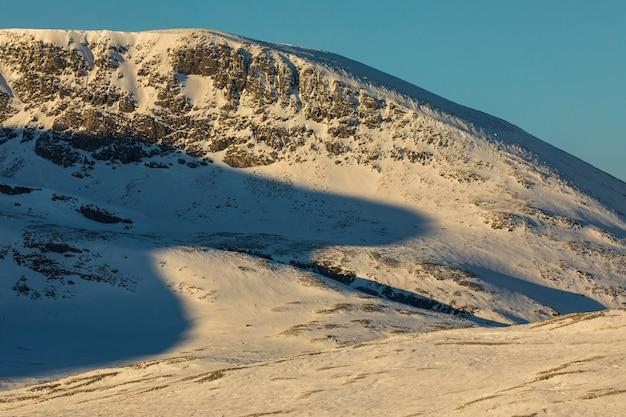 Coucher de soleil dans le parc national de dovrefjelll, norvège