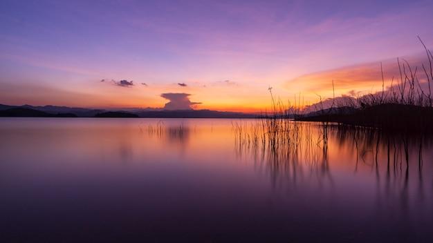 Coucher de soleil sur le grand étang, belle lumière, paysage