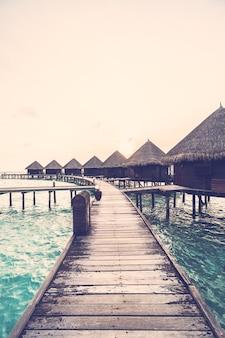 Coucher de soleil sur l'île des maldives