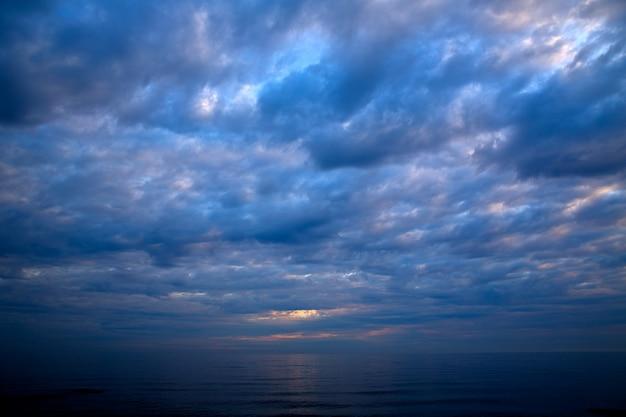 Coucher de soleil lever du soleil sur la mer méditerranée