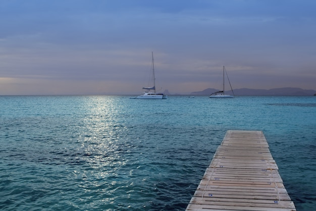 Coucher de soleil sur la mer de formentera