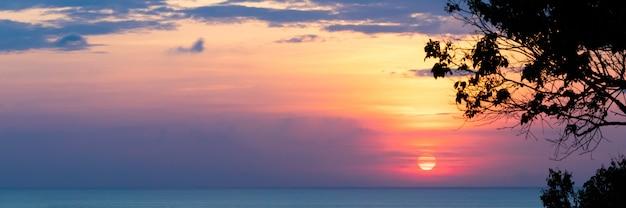 Coucher de soleil et mer