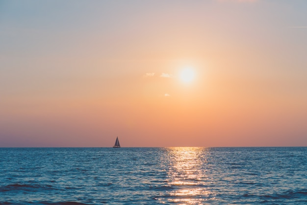 Coucher de soleil avec mer