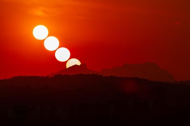 Coucher de soleil à montserrat, catalogne, espagne