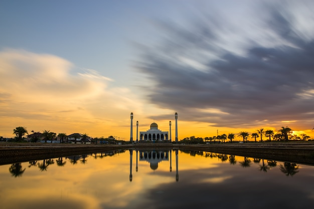 Coucher de soleil à la mosquée