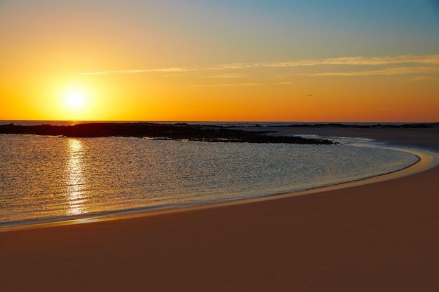 Coucher de soleil sur la plage el cotillo la concha fuerteventura