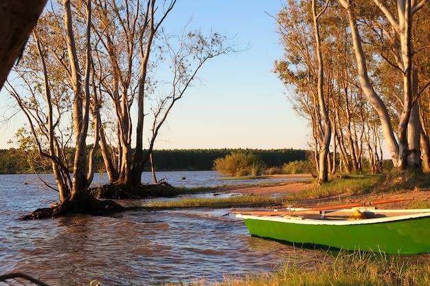 Coucher de soleil sur les plages de sable fin du fleuve uruguay