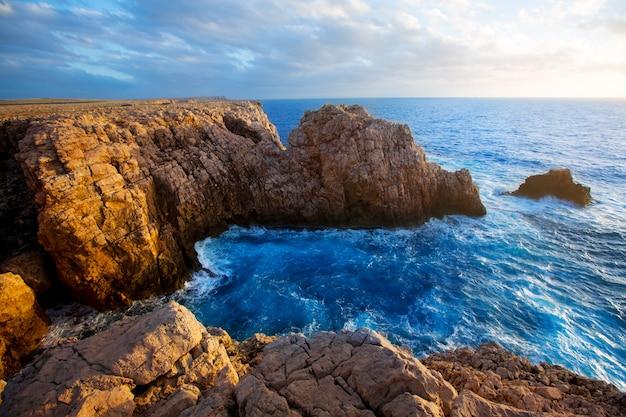 Coucher de soleil à punta nati minorque dans les îles baléares