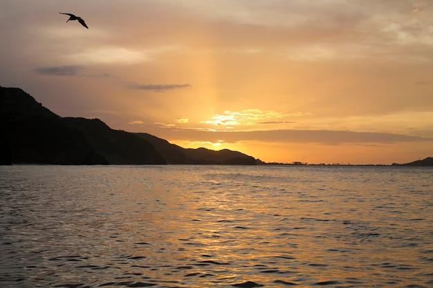 Coucher de soleil à rio caribe, venezuela
