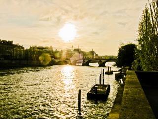Coucher de soleil sur la seine, de l'eau