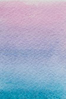 Coucher de soleil vertical cyan bleu violet rose violet clair dessiné à la main abstrait fond dégradé aquarelle. espace pour le texte, le lettrage, la copie. joli modèle de carte postale.