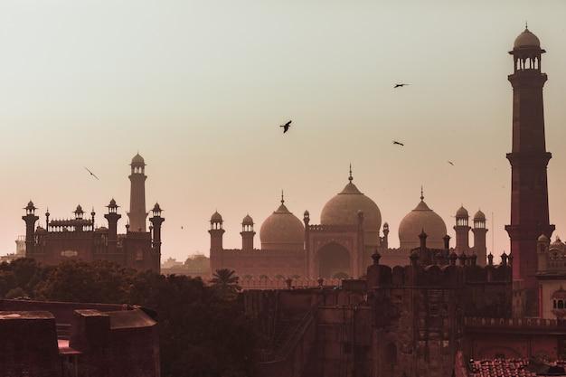 Coucher de soleil vue mosquée badshahi ville de lahore