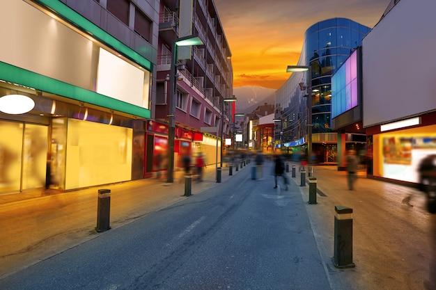 Coucher de soleil sur la zone commerciale d'andorra la vella