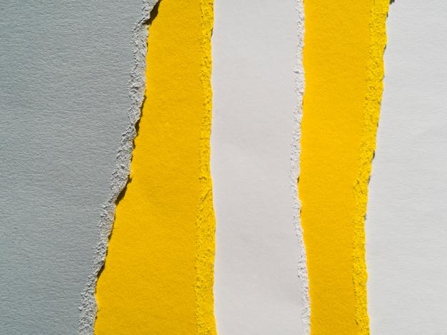 Couches de papier colorées avec des bords déchirés