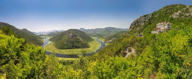 Coude de la rivière crnojevica au monténégro