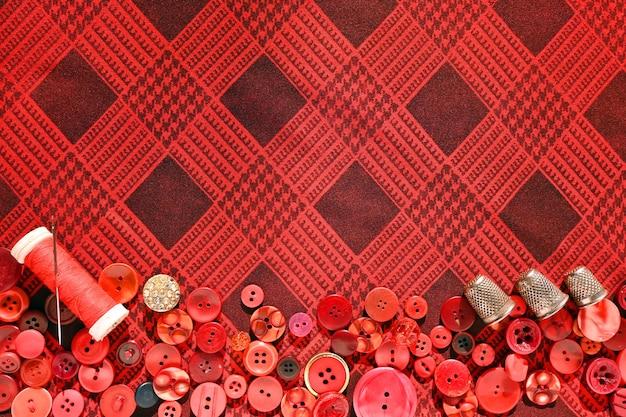 Dé à coudre boutons rouges fil et aiguille pour la couture set de couturière