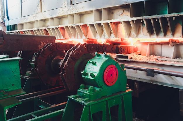 La coulée, la partie de la production d'acier dans une aciérie.