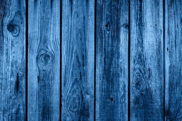 Couleur du bleu classique de l'année 2020. fond en bois